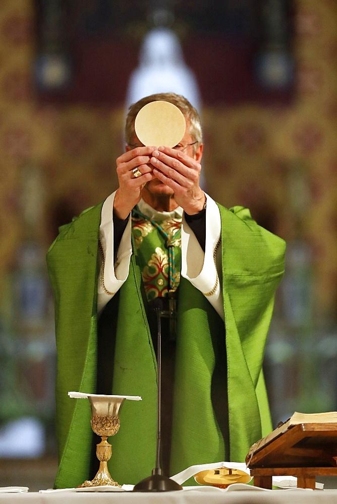 Eucharist celebration, Basilica of Our Lady of Geneva, Geneva, Switzerland, Europe - 809-8175
