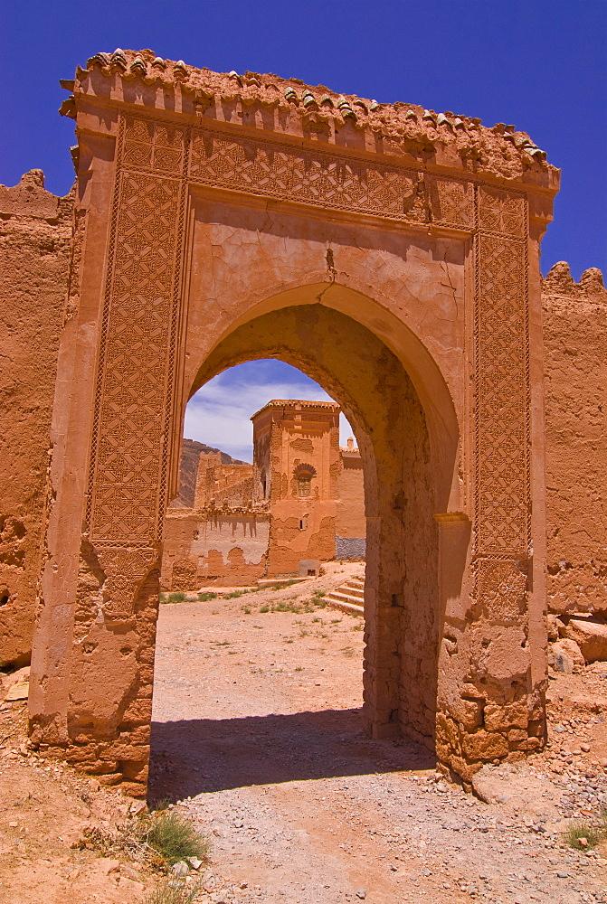 Entrance gate to an old ksar near Taroudannt, Morocco, North Africa, Africa