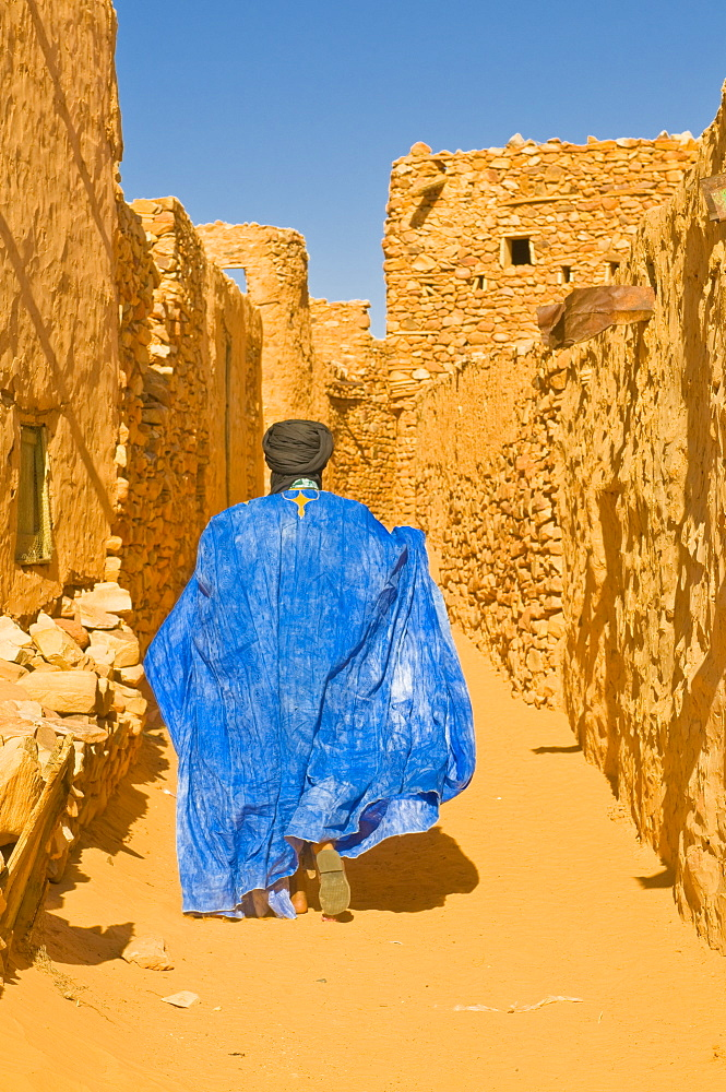Man walking through the old town at the UNESCO World Heritage Site of Chinguetti, medieval trading centre in northern Mauritania, Africa