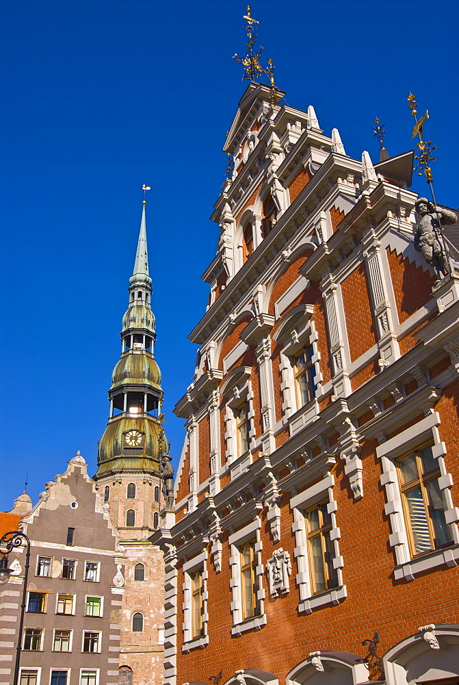 The House of the Blackheads and St. Peters church at the Latvian Riflemen Square (Latviesu strelnieku laukums), Riga, Latvia, Baltic States, Europe