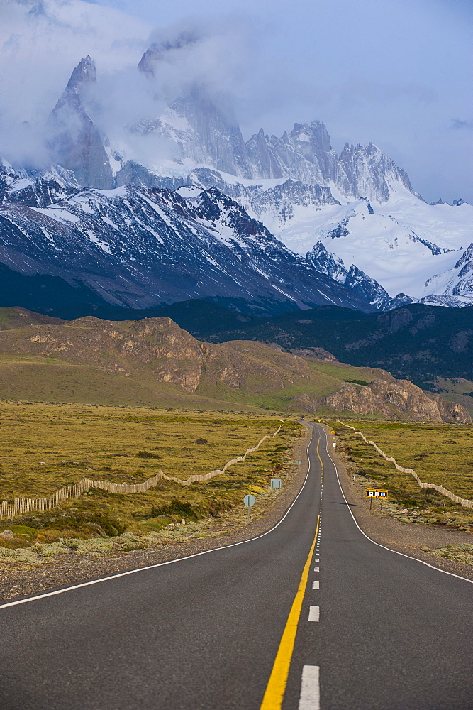 Road leading to Mount Fitzroy near El Chalten, Los Glaciares National Park, UNESCO World Heritage Site, Patagonia, Argentina, South America