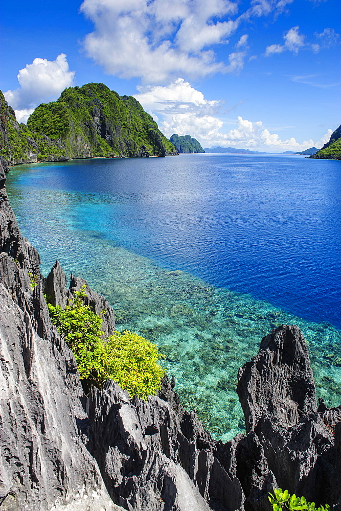 Crystal clear water in the Bacuit archipelago, Palawan, Philippines, Southeast Asia, Asia
