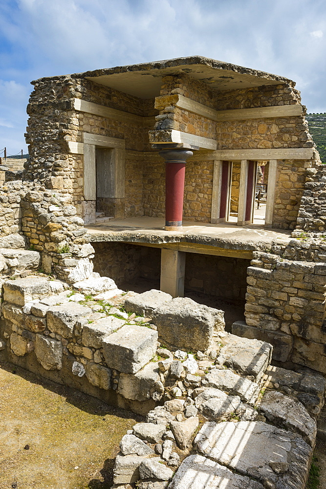 The ruins of Knossos, the largest Bronze Age archaeological site, Minoan civilization, Crete, Greek Islands, Greece, Europe  - 816-8479