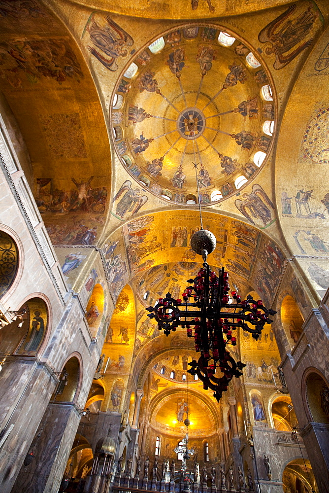 Gold mosaics on the dome vaults of St. Mark's Basilica in Venice, UNESCO World Heritage Site, Veneto, Italy, Europe