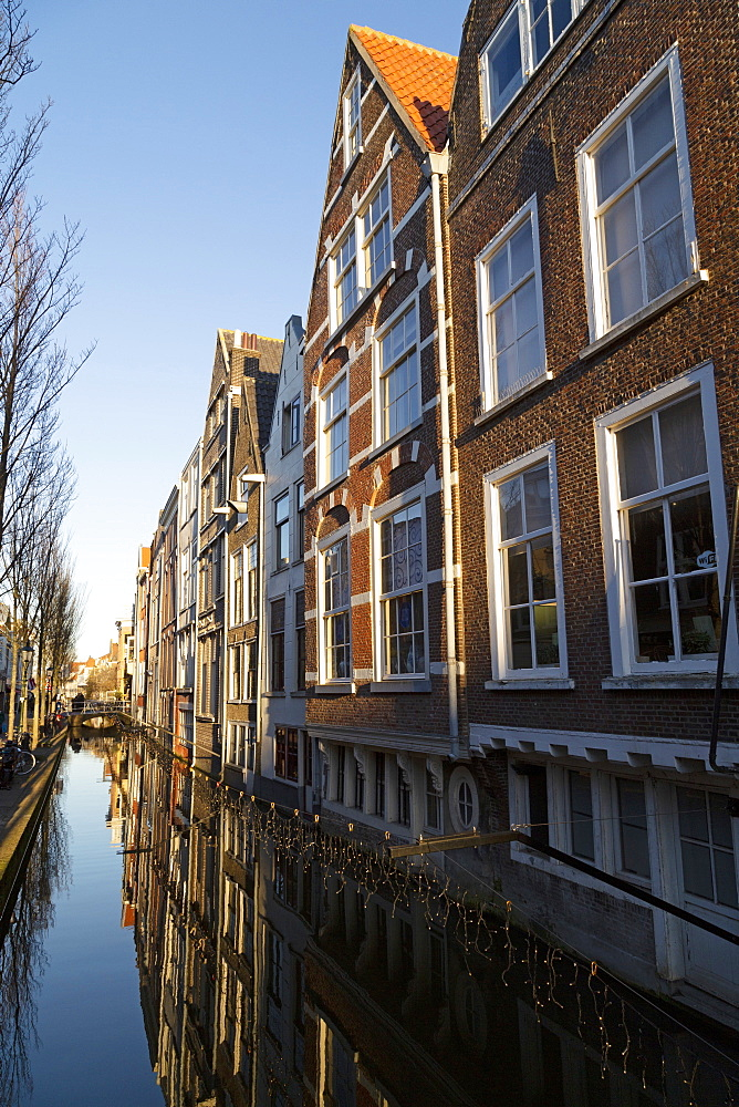 Dutch Golden Age houses along the Voldersgracht canal, Delft, South Holland, The Netherlands, Europe - 826-708