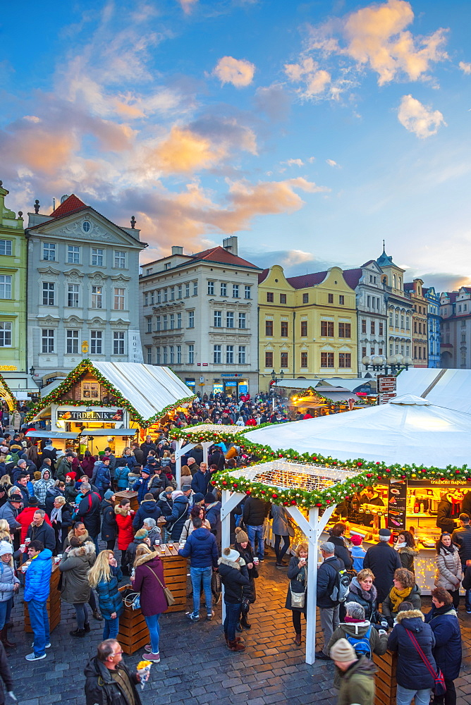 Christmas Markets, Staromestske namesti (Old Town Square), Stare Mesto (Old Town), UNESCO World Heritage Site, Prague, Czech Republic, Europe