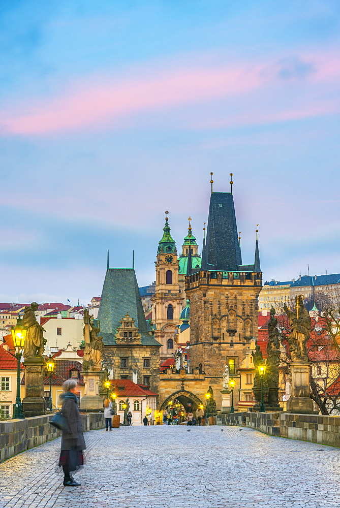 Charles Bridge (Karluv Most) over River Vltava, UNESCO World Heritage Site, Prague, Czech Republic, Europe