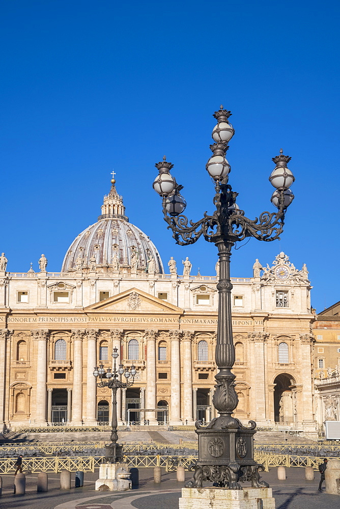 St. Peter's Square, St. Peter's Basilica, UNESCO World Heritage Site, The Vatican, Rome, Lazio, Italy, Europe