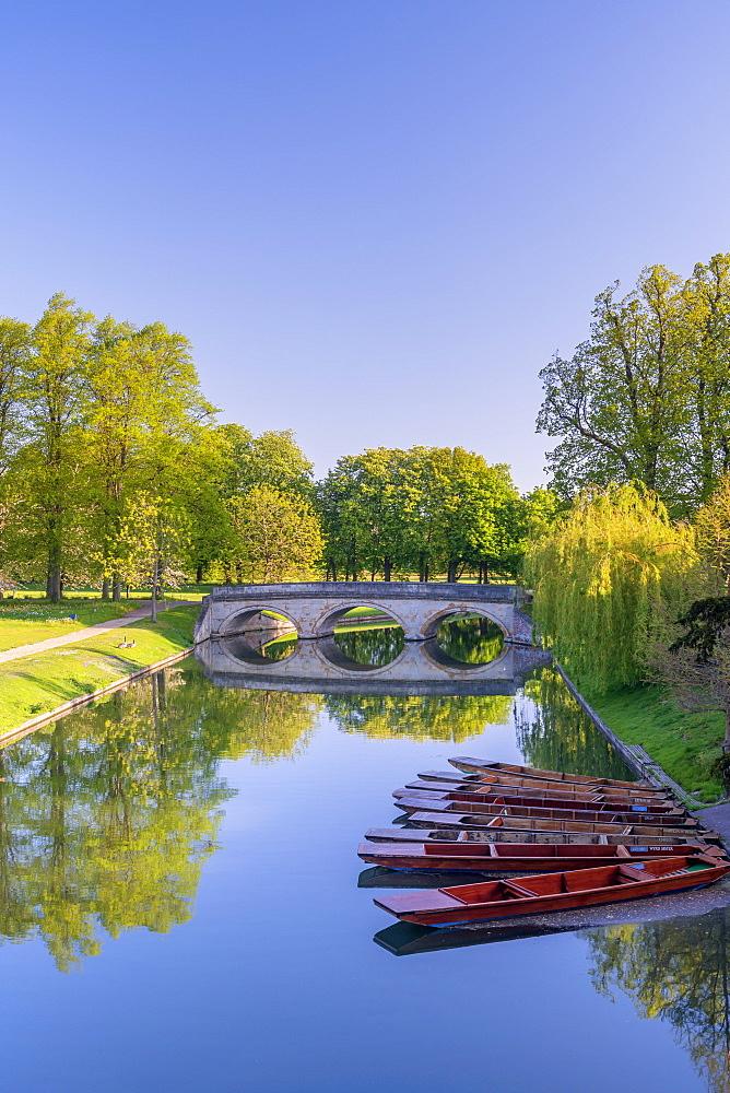 The Backs, Trinity College, Trinity Bridge over River Cam, Cambridge, Cambridgeshire, England, United Kingdom, Europe - 828-1437
