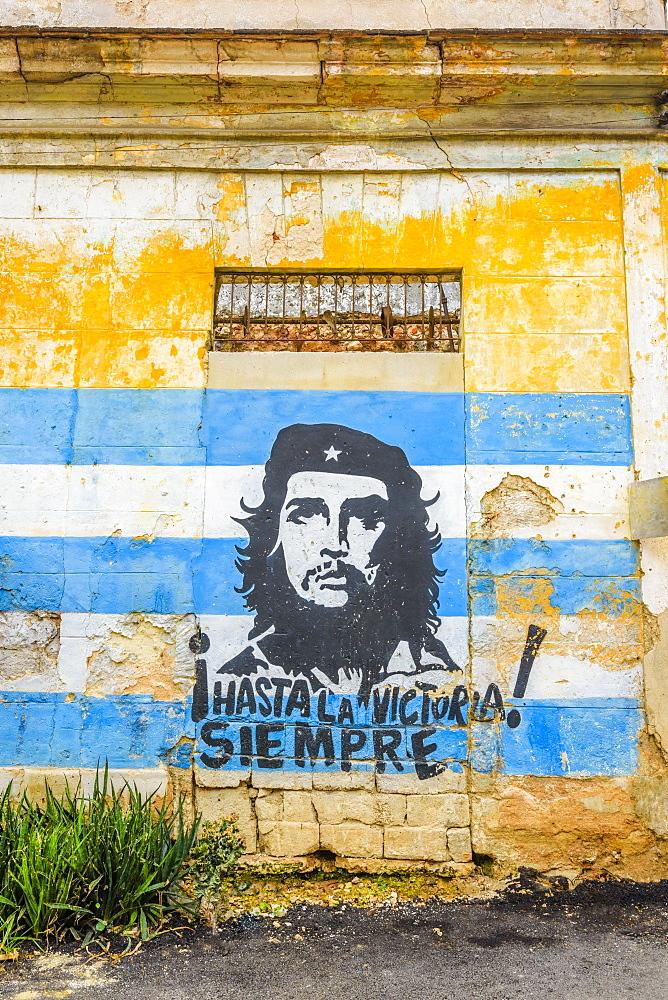 Che Guevara and Cuban Flag mural, La Habana Vieja, Havana, Cuba, West Indies, Caribbean, Central America