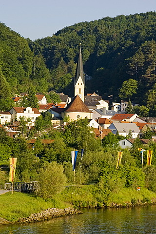 Town of Riedenburg parish church S. canal in the valley of the river Altmühl Altmuehl