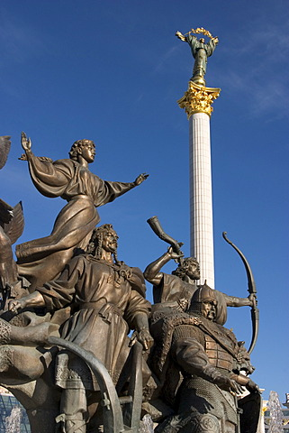 Ukraine Kiev Place of Independence memorial of the founder of the city of Kiev sovereigns Kyj, Scek, Chryv and their sister Lybid´ memorial in bronze shining blue sky historical memorial column of Independence 2004