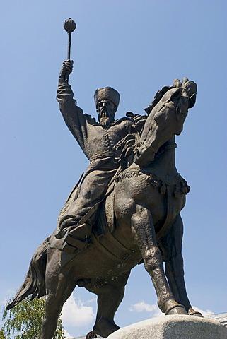 Ukraine Kiev district Podil Kontraktova Place oldest place of town statue of horsman Het´man Petro K.Sahajdacnyj 1570-1622 blue sky 2004
