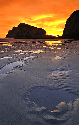 Sunset at Meyers Creek Beach, Pistol River State Park, Oregon coast, Oregon, USA