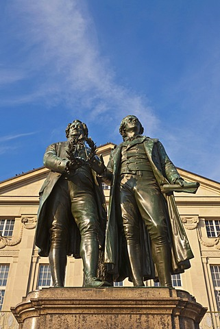 Monument to Goethe and Schiller, Deutsches Nationaltheater, German National Theatre, Theaterplatz square, Weimar, Thuringia, Germany, Europe