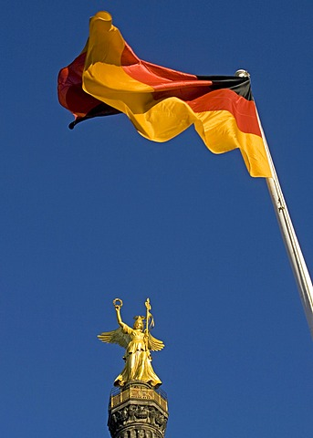 Siegessaeule, Victory Column with German flag, Berlin Mitte, Berlin, Germany, Europe