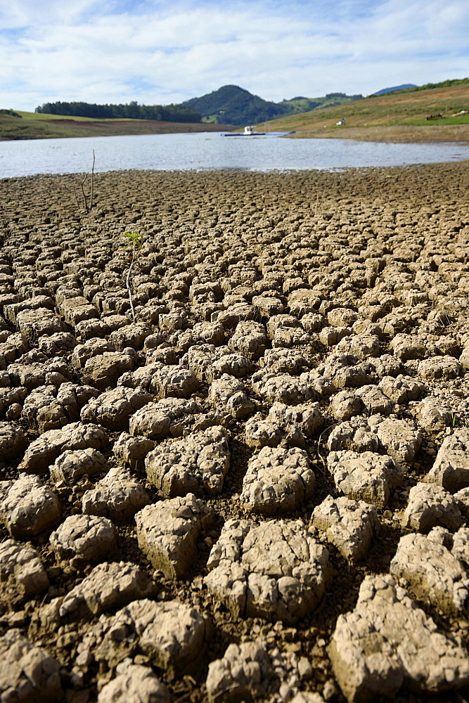 Dry ground on the shore, drought, silting, Jaguari reservoir in Sao Paulo, Brazil, South America - 832-378662