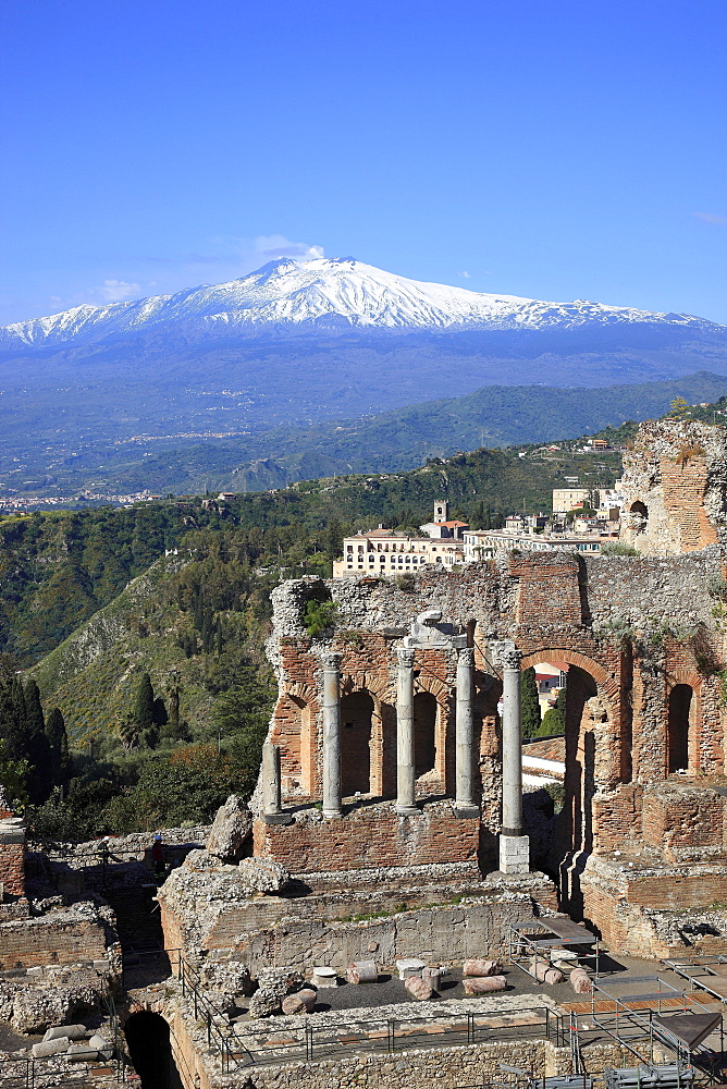 Ruins of the amphitheater, Teatro Antico di Taormina, with a view of volcano Etna, Taormina, Sicily, Italy, Europe - 832-379233