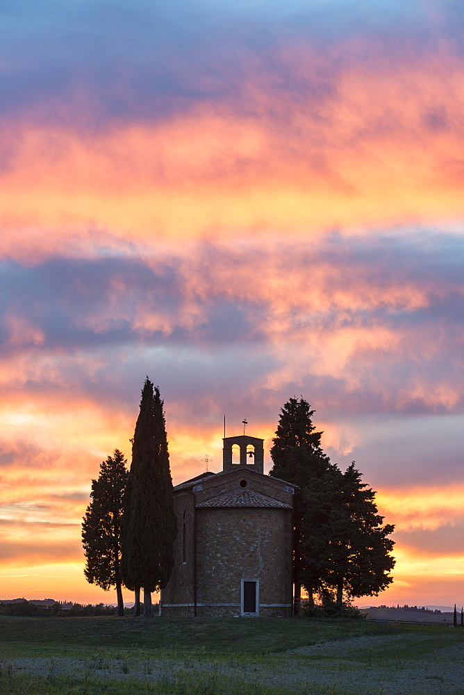 Cappella della Madonna di Vitaleta, chapel at sunset, afterglow, Val D'Orcia, Tuscany, Italy, Europe