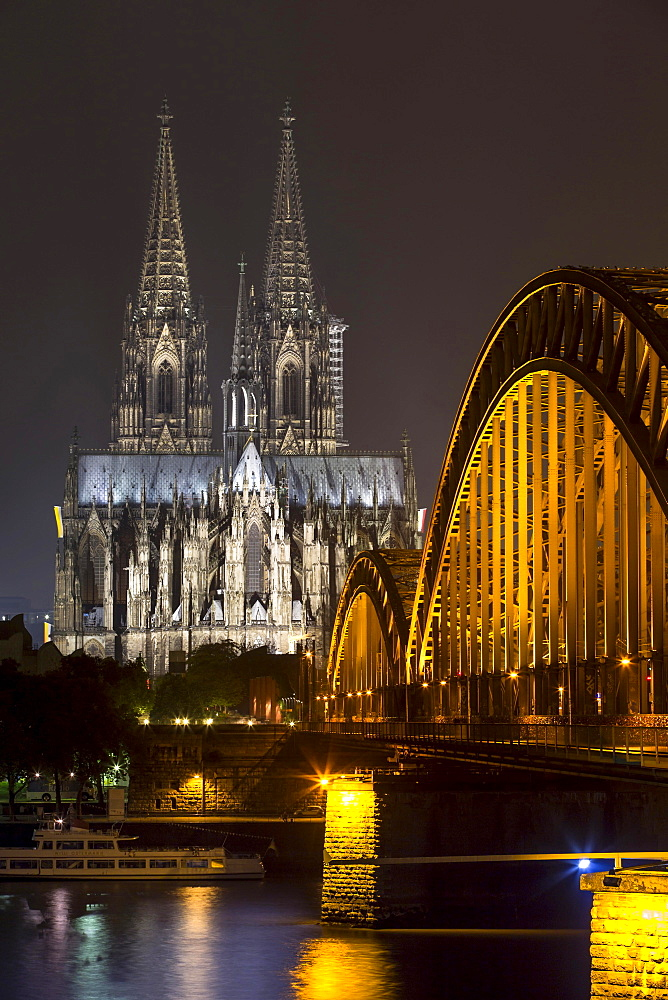 Hohenzollern Bridge, illuminated at night, Cologne Cathedral behind, Cologne, North Rhine-Westphalia, Germany, Europe
