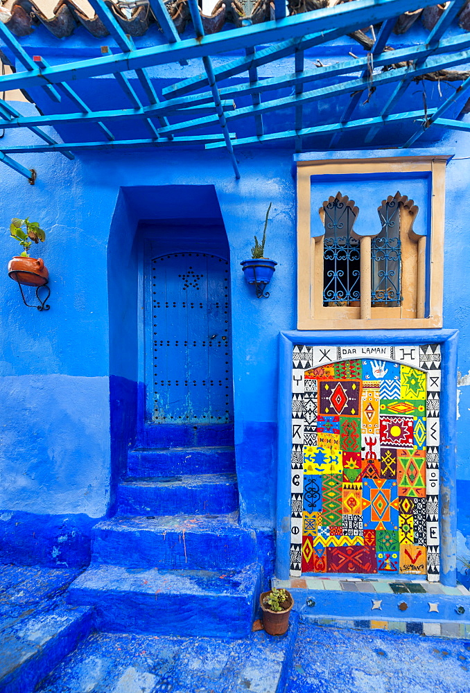 Blue front door, colorful painting on house facade, blue painted house, medina of Chefchaouen, Chaouen, Tanger-Tétouan, Kingdom of Morocco