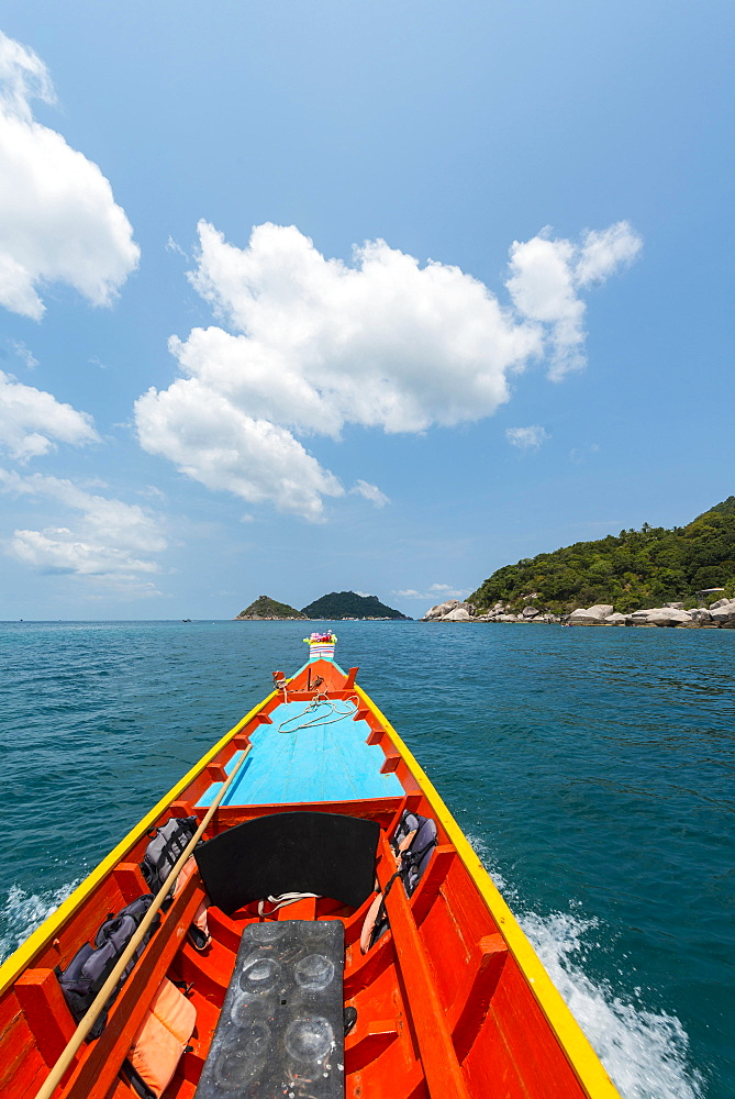 Bow of a moving longtail boat in the turquoise sea, island of Koh Tao, Gulf of Thailand, Thailand, Asia