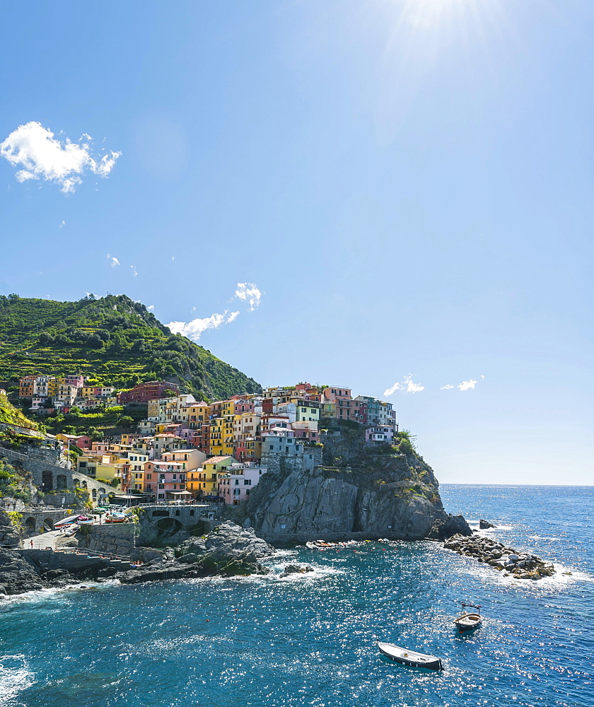 Colorful houses on cliffs, Manarola, Riomaggiore, Cinque Terre, La Spezia, Liguria, Italy, Europe