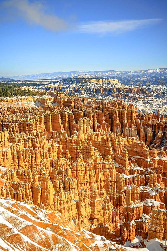 View of the amphitheatre, snow-covered bizarre rocky landscape with Hoodoos in winter, Inspiration Point, Bryce Canyon National Park, Utah, USA, North America