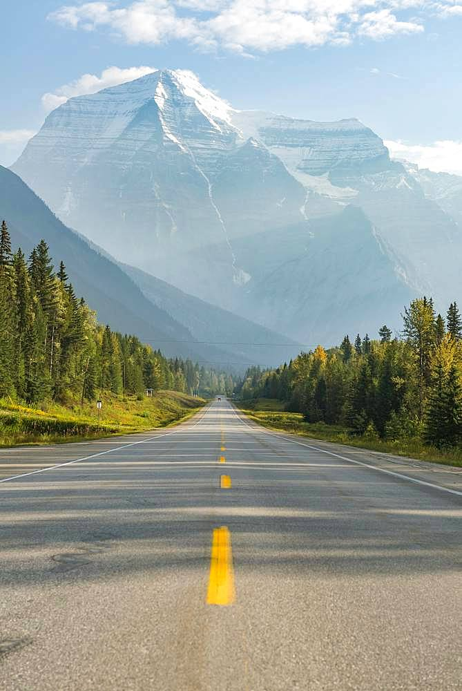 Highway, snow-capped mountains at the back, Mt Robson, Yellowhead Highway 16, British Columbia, Canada, North America