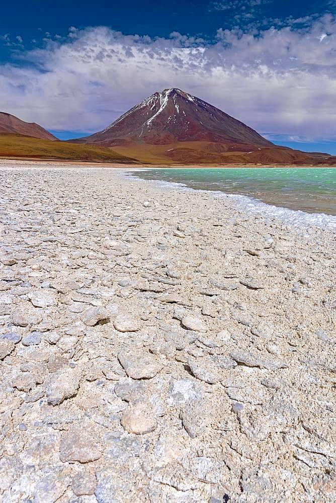Laguna Verde with deposits of borax, 4.340 m altitude, Altiplano, Andes, Departamento Potosi, Bolivia, South America
