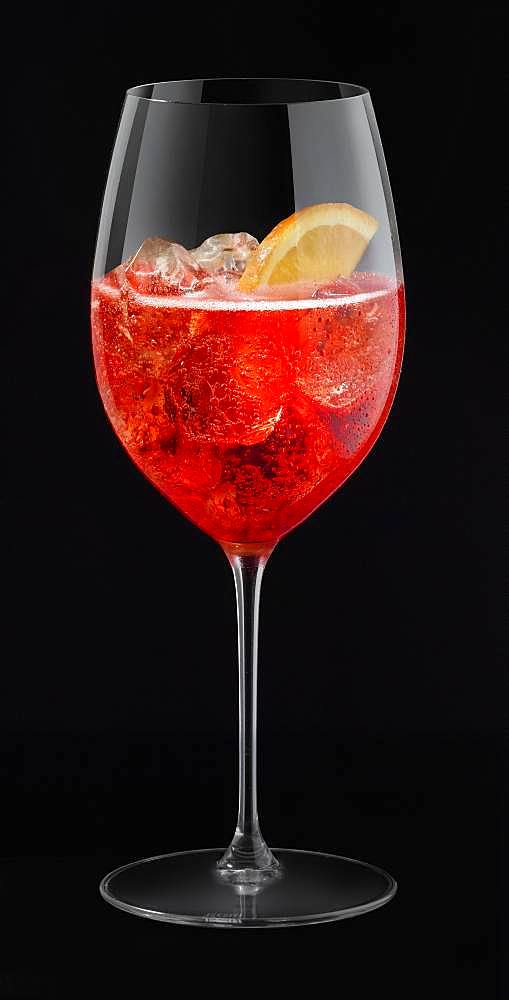 Campari Spritz, cutout, black background, Germany, free, Europe