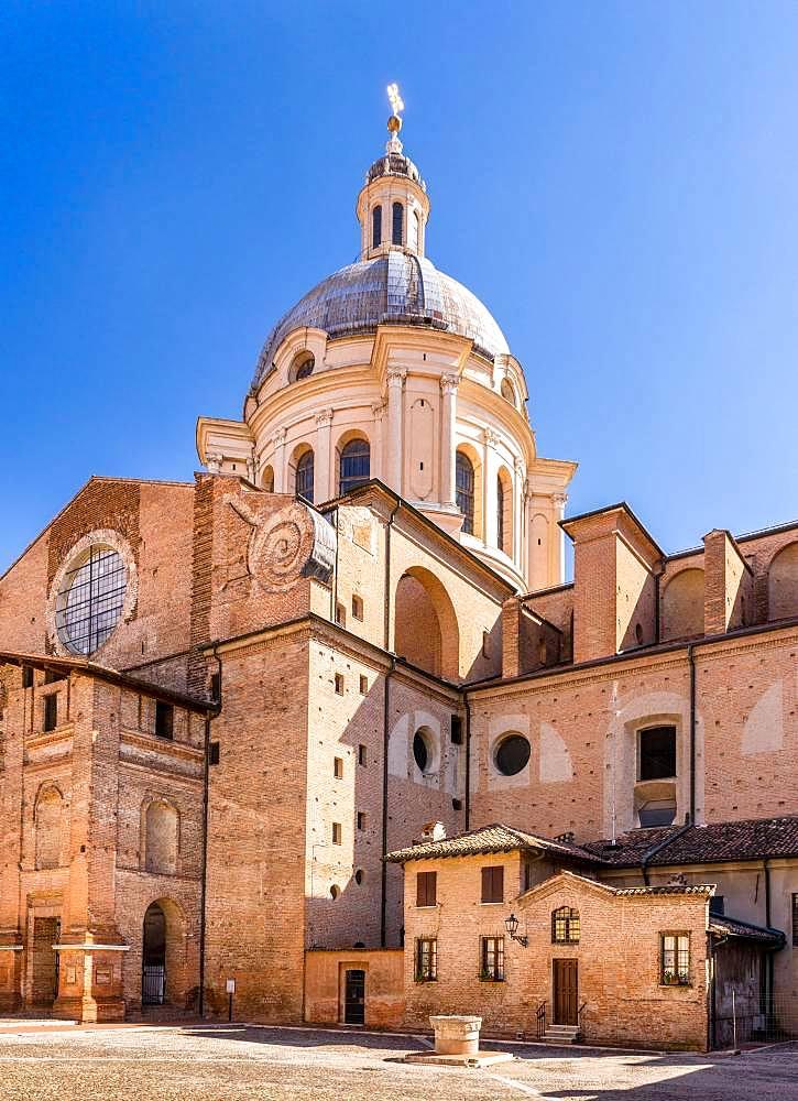 Basilica Sant'Andrea in Piazza Leon Battista Alberti, Mantua, Lombardy, Italy, Europe