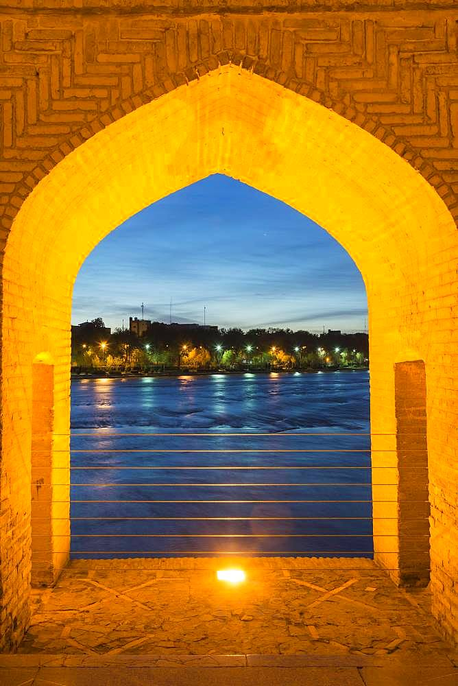 View through bridge arch, Si-o-se Pol Bridge or Allah-Verdi Khan Bridge at dusk, Esfahan, Iran, Asia