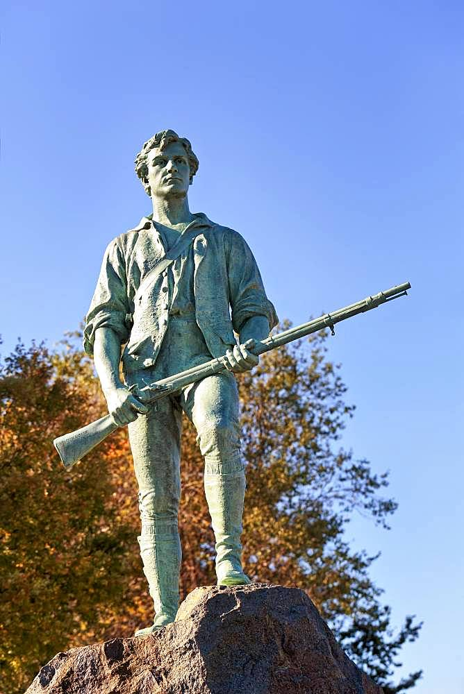 Bronze statue man with rifle, memorial for the minute Man John Parker, Lexington Battle Green, Lexington, Massachussets, USA, North America