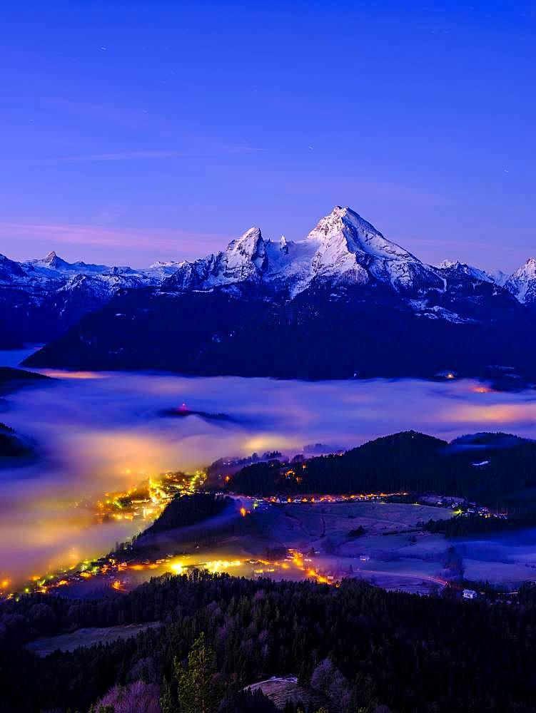 Fog in the valley basin of Berchtesgaden, behind the Watzmann, dawn, winter landscape, Berchtesgaden, Schoenau am Koenigssee, Berchtesgadener Land, Upper Bavaria, Bavaria, Germany, Europe