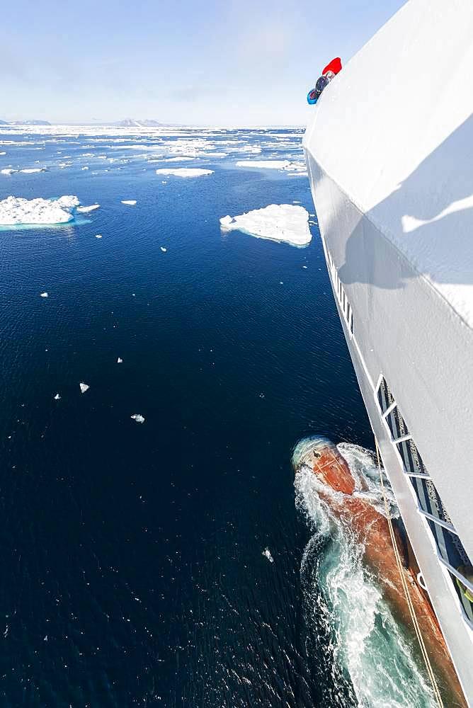 Passengers on deck of a cruise ship, bowsprit, icebergs, sea, east coast Greenland, Denmark, Europe - 832-389445