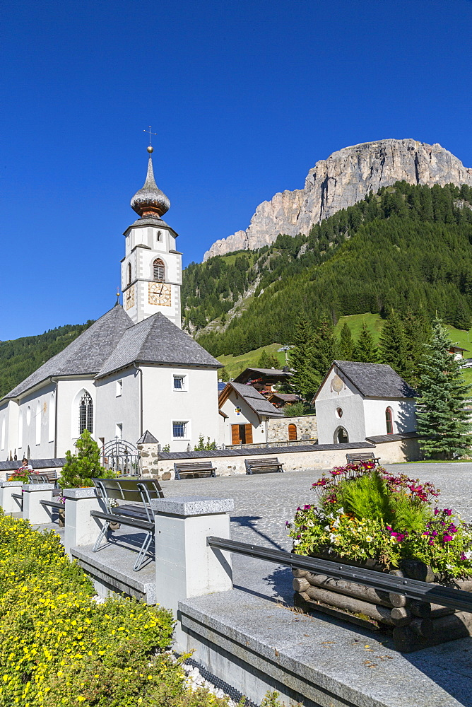 Morning view of Colfosco (Calfosch) Church and surrounding mountains, Belluno Province, Trento, Dolomites, Italy, Europe