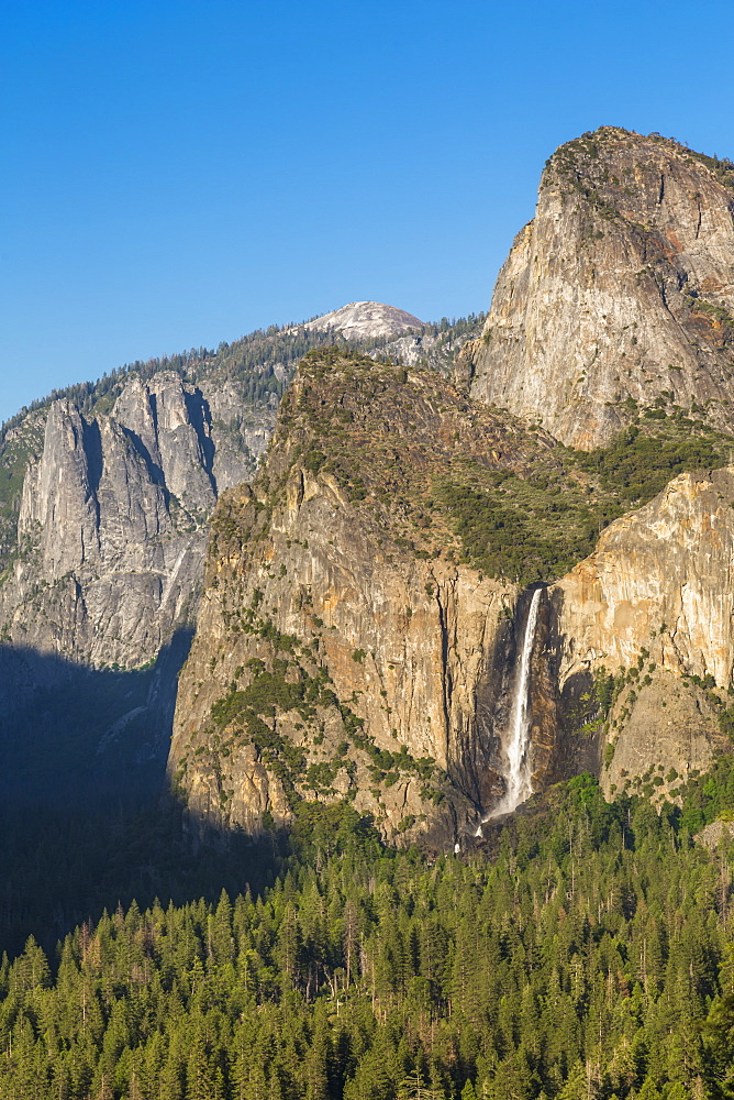 Yosemite Valley and Bridalveil Fall from Tunnel View, Yosemite National Park, UNESCO World Heritage Site, California, USA, North America - 844-17030