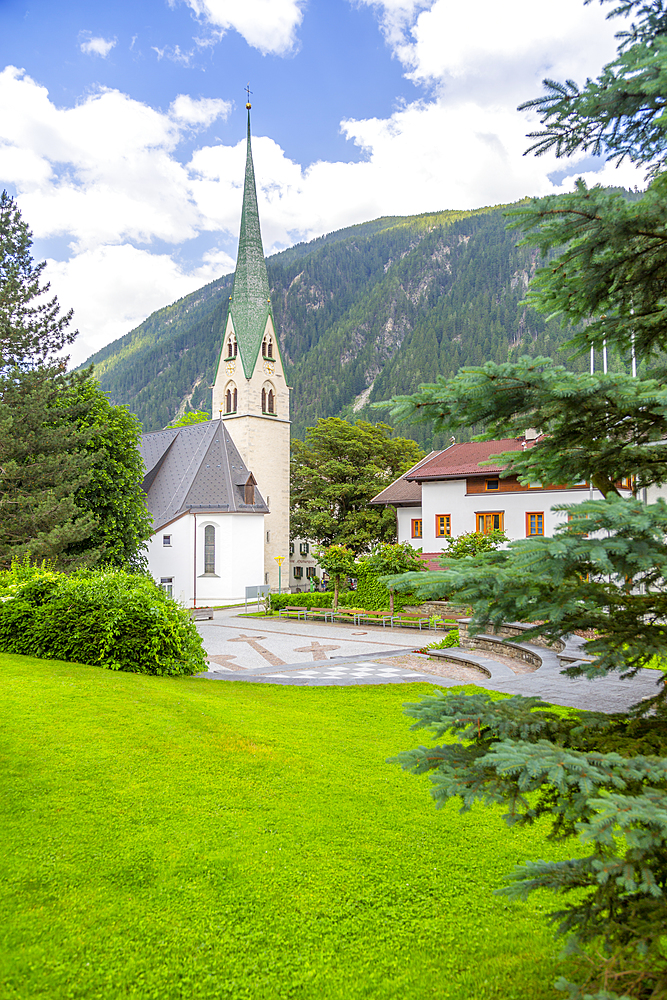 View of Pfarrkirche, Catholic Church in the town centre, Mayrhofen, Tyrol, Austria, Europe