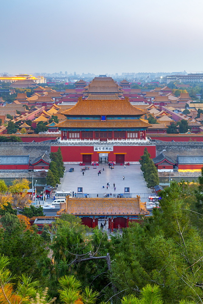 View of the Forbidden City, UNESCO World Heritage Site, from Jingshan Park at sunset, Xicheng, Beijing, People's Republic of China, Asia - 844-21846