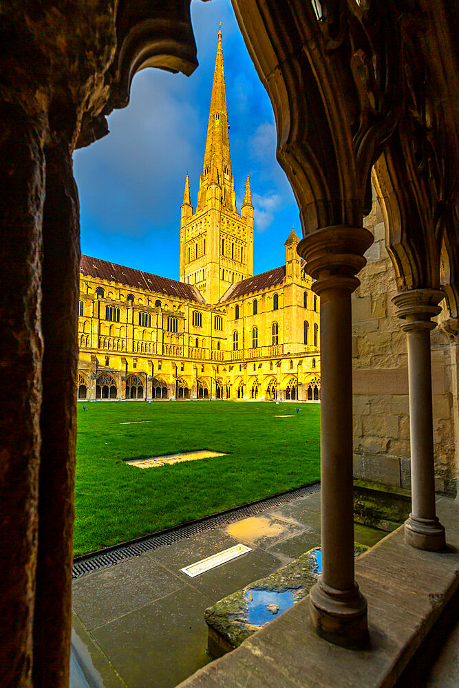 Norwich Cathedral from the cloister with vaulted ceiling, Norwich, Norfolk, East Anglia, England, United Kingdom, Europe