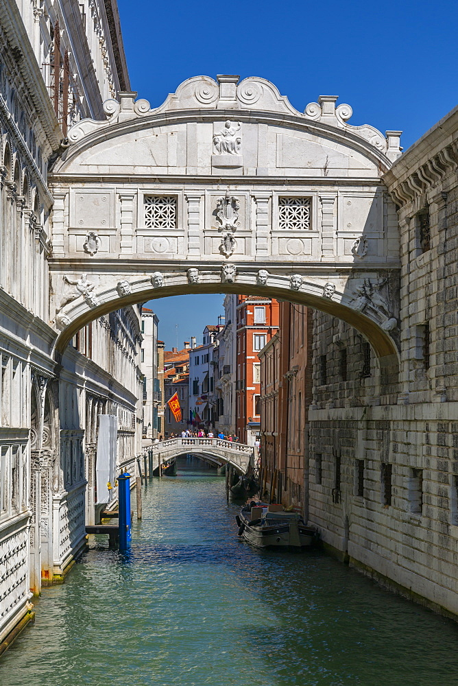 View of Bridge of Sighs from Riva Degli Schiavoni, Venice, UNESCO World Heritage Site, Veneto, Italy, Europe