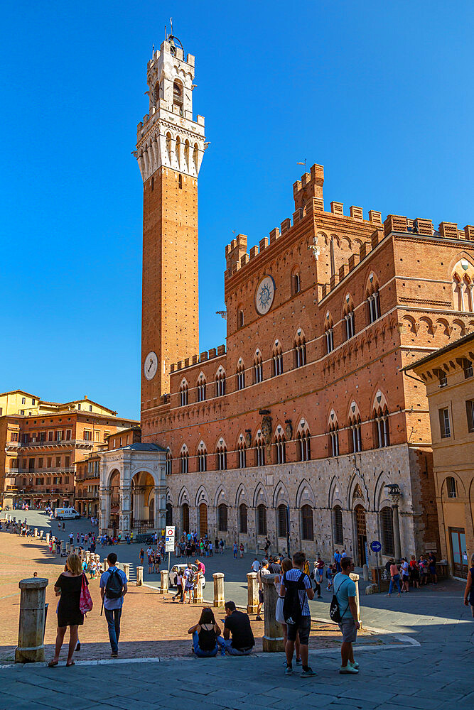 View of Piazza del Campo with Palazzo Comunale, UNESCO World Heritage Site, Siena, Tuscany, Italy, Europe