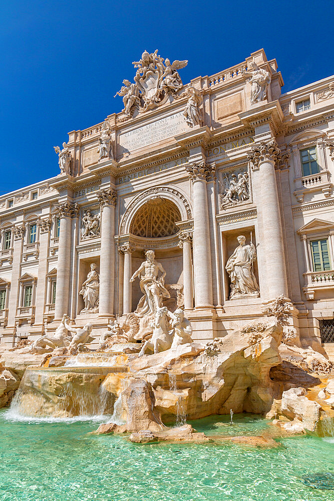View of Trevi Fountain in bright sunlight, Piazza di Trevi, UNESCO World Heritage Site, Rome, Lazio, Italy, Europe