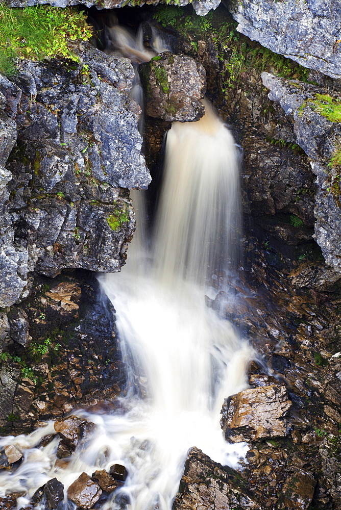 Waterfall in Hull Pot, Horton in Ribblesdale, Yorkshire Dales, Yorkshire, England, United Kingdom, Europe