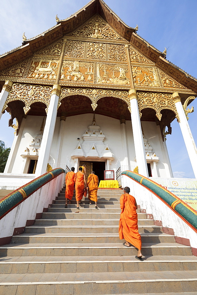 Buddhist monks climbing stairs to a temple at the Pha That Luang, Vientiane, Laos, Indochina, Southeast Asia, Asia - 846-2988