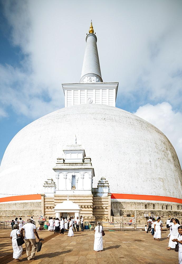 Ruwanweli Saya Dagoba (Golden Sand Stupa), Anuradhapura, North Central Province, Sri Lanka, Asia - 848-1746