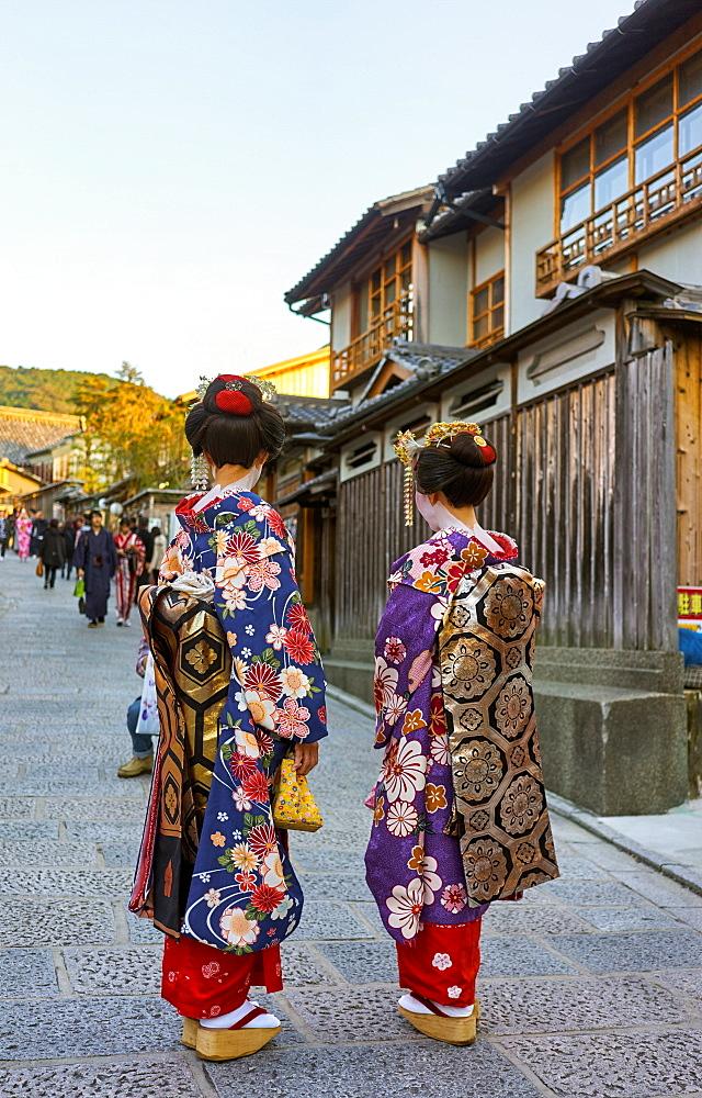 Geishas wearing kimonos in Gion, Kyoto.