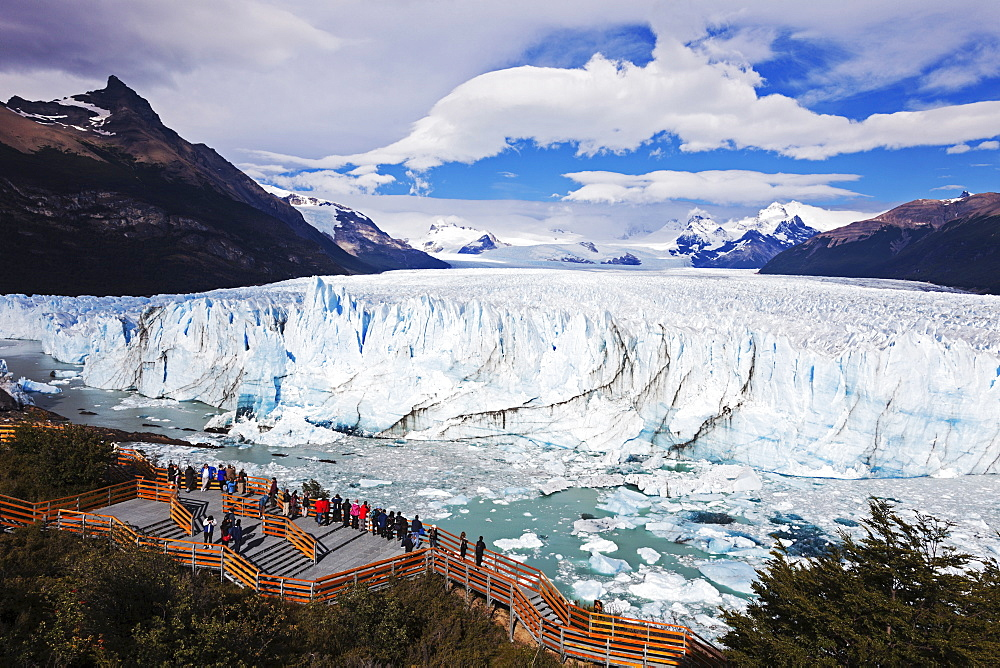 Tourists looking at glacier, Argentina, Los Glaciares National Park, Perito Moreno