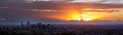 Panoramic view of city at sunrise, Brisbane, Australia